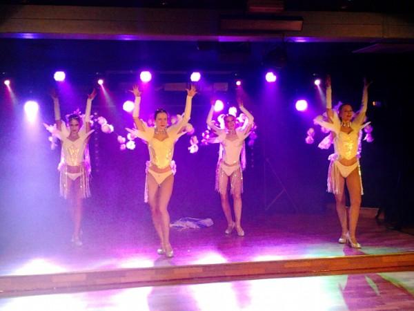 Cabaret new resto aulnay Vangelis